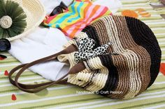 Crochet: Straw Beach Bag {Tutorial & Pattern}. Never heard of rafia yarn, but I may have to try this!