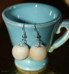 ♥ Süße Holzohrringe von alpenglück ♥    ♥ schlichte Holzperlen naturbelassen und silberfarbene Perlenkappen    ♥ die Holzperlen haben einen Durchmesse