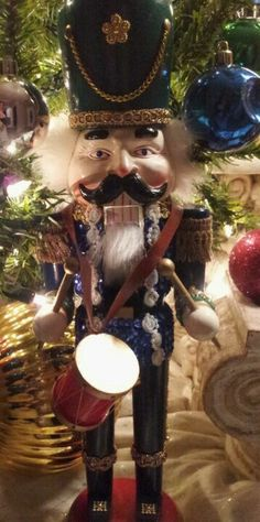 I love this Nutcracker ~ the details are wonderful.