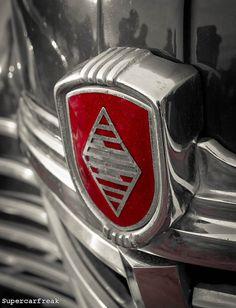 Renault logo detail (by SuperCarFreak)