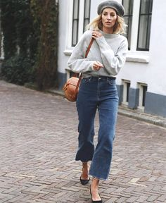 Denim Outfits : New Year, Same Closet? 5 Wardrobe Challenges to Combat in 2018 New Year, Same Closet? 5 Wardrobe Challenges to Combat in 2018 Sharing is caring, don't forget to share ! Beret Street Style, Looks Street Style, Looks Style, Style Me, Chic Outfits, Fashion Outfits, Fashion Trends, Denim Outfits, Jeans Fashion