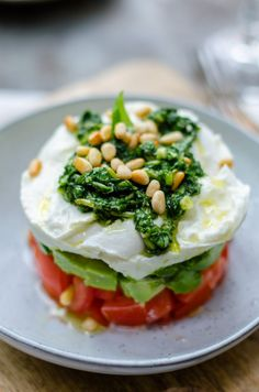 capresetaart, mozzarella weglaten of vervangen door vegan cheese Veggie Recipes, Vegetarian Recipes, Cooking Recipes, Healthy Recipes, Healthy Snacks, Salad Recipes, I Love Food, Good Food, Yummy Food