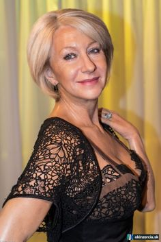 Nie som mladá, nie som krásna, som však žena - Sex zoznamka - Bratislava - Ružinov - Inzercia - okinzercia.sk | inzeráty • katalóg • aukcie Sexy Older Women, Classy Women, Sexy Women, Beautiful Old Woman, Elegant Woman, Silver Haired Beauties, Belle Silhouette, Dame Helen, Ageless Beauty