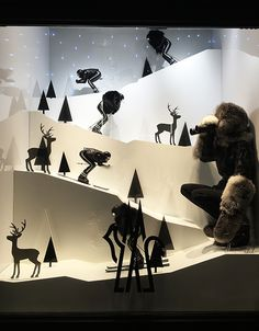 Moncler SoHo Jan Visual Merchandiser, styling and still life designs Winter Window Display, Window Display Retail, Window Display Design, Retail Displays, Shop Displays, Visual Merchandising, Vitrine Design, Winter Christmas Gifts, Decoration Vitrine