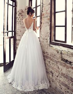 Straps Backless 2018 New Sexy Ball Gown vestidos de noiva White Tulle Bridal Gowns Luxury for Bride mother of the bride dresses Classy Wedding Dress, Princess Wedding Dresses, Bridal Dresses, Lace Wedding, Bride Gowns, Trends, One Shoulder Wedding Dress, Look, Wedding Inspiration