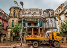 Historical Sites, Concrete, Asia, Lost, Kolkata, House Styles, City, Buildings, Travel