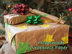 Ideas to Make Homemade Christmas Wrapping Paper with Your Child