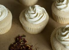 White Chocolate Chai Spice Cupcakes and Browned Butter Frosting. cupcake recipes for fall) Caramel Buttercream Frosting, Brown Butter Frosting, Whipped Frosting, Spice Cake Mix, Spice Cupcakes, Yummy Cupcakes, Frosting Recipes, Cupcake Recipes, Cupcake Cakes