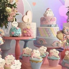 This theme may be one of the cutest for a baby birthday party or baby showers. Get inspired by this spectacular candy bar idea Girl Birthday Themes, Baby Birthday, Birthday Ideas, Rainbow Theme, Rainbow Baby, Baby Shower Themes, Baby Shower Decorations, Cloud Party, Cloud Decoration