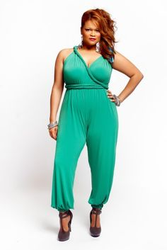 I would murder this jumpsuit! Curvy Women Fashion, Plus Size Fashion, Womens Fashion, Curvy Plus Size, Plus Size Women, Feelin Groovy, Full Figure Fashion, Well Dressed, Clothes For Women