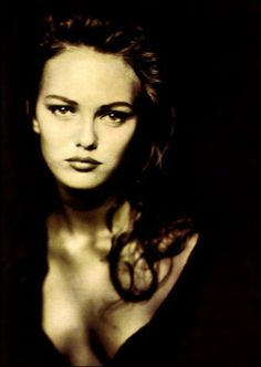 Vanessa Paradis by Paolo Roversi. I'm so proud she's french, and irradiates the most beaytiful qualities that I admire in her: kindness, beauty, intelligence, wisdom, self confidence, giver, and happiness.