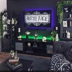 Gothic Room, Gothic House, Gothic Living Rooms, Dark Home Decor, Goth Home Decor, Retro Apartment, Halloween Bedroom, Spooky House, Apartment Makeover