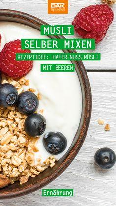 """Auch wenn auf der Müsliverpackung das Wort """"zuckerfrei"""" steht, lohnt sich ein genauer Blick. Denn oftmals strotzen Supermarktmüslis nur so von Zusatzstoffen und Zucker – also Mix die dein Frühstücksmüsli lieber selbst!"""