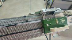 TRICOTOSAS....máquinas de tricotar o tejer....un mundo mágico para las amantes del punto,a las que gusta tejer saben muy bien de lo q... Sink, Home Appliances, Decor, The World, Knitting Machine, Knits, Lovers, Places, Sink Tops