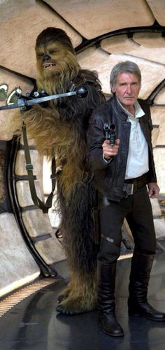 Harrison Ford & Peter Mayhew as 'Han Solo' & 'Chewbacca' (promo shoot) from 'Star Wars: The Force Awakens' Harrison Ford, Film Star Wars, Star Wars Episoden, Star Wars Han Solo, Stargate, Reylo, Jeux Nintendo 3ds, Cuadros Star Wars, Han Solo And Chewbacca