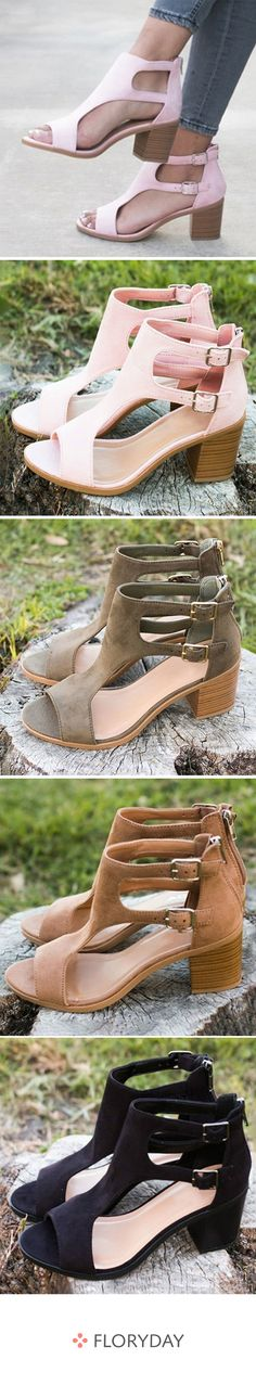 We found a pair of spring sandals. Fab Shoes, Cute Shoes, Shoes Heels, Spring Sandals, Latest African Fashion Dresses, Girls Heels, Africa Fashion, Shoe Closet, Mode Style