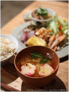 Kawaii flower-shaped fu (gluten cakes) in miso soup 麩