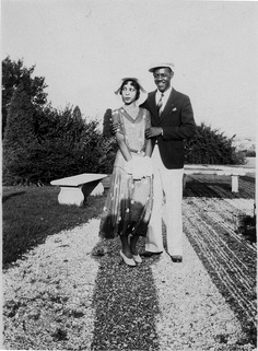 Sunday Stroll  1920's  [Donated by the Earl McCann Collection]  ©WaheedPhotoArchive, 2011