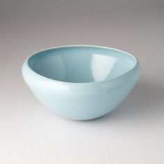 Medium bowl with unique design and beautiful light blue colour 👌🏻 perfect for soup, rice or noodles 🍚🍜 Light Blue Color, Beautiful Lights, Noodles, Serving Bowls, Soup, Rice, Colour, Medium, Tableware