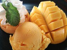 On August 1st 2014, I enjoyed desserts in Mango Tango!@MangoTango (แมงโก้แทงโก้) 場所: ปทุมวัน, กรุงเทพมหานคร