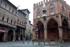 Palazzo Mercanzia, Bologna