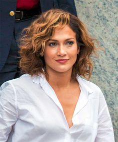 Jennifer Lopez Amazingly Beautiful Short Curly Haircuts and Hairstyles Women Should Try Now Short Haircut Styles, Short Curly Haircuts, Curly Hair Cuts, Long Bob Hairstyles, Fringe Hairstyles, Curly Hair Styles, Long Hairstyle, Short Hair Trends, Classy Hairstyles