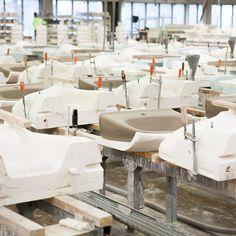 Muoteissa valmistuu kauniita IDO-lavuaareja. #bathroom #bathroomdesign #interiordesign #homespa #scandinaviandesign #bathroomideas #bathroomsink #interiordecoration #toilet #factory #sink #finnishdesign #bathroominspiration #ceramics #ceramicsoven #bathroomidea #tap #washbasin #fauset #behindthescenes #sanitary #porcelain #interiorideas #mold