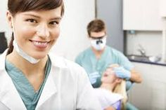 What is a Dental Hygienist degree? How do I become a Dental Hygienist? Learn about earning a Dental Hygienist degree and find dental schools online. Dental Hygiene Student, Dental Assistant, Dental Hygienist, Dental Care, Dental Implants, Dental Procedures, Assistant Jobs, Dental Group, Cosmetic Procedures