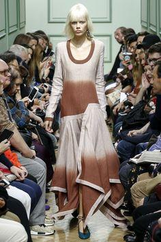 J.W.Anderson Spring 2017 Ready-to-Wear Fashion Show - Marjan Jonkman