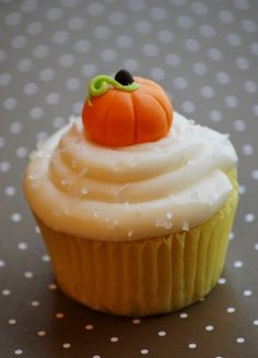 fondant cupcake toppers...fondant probably not happening, but a cute candy corn pumpkin thingy would be cute!