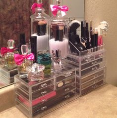 Make-up organized the fancy way!
