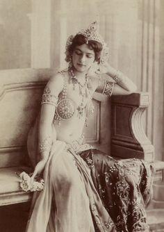 Mata Hari, courtisane, danseuse exotique et espionne
