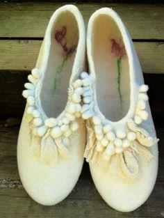 zapatillas de fieltro, felted slippers.                              …