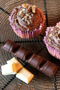 Cupcakes au Kinder Bueno! Yummyyyyy Cupcakes, Nom Nom, Shake, Desserts, Addiction, Food, Deserts, Mini Bars, Food Porn