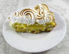 Aceasta #tarta cu #lamaie si #bezea este delicioasa, fina si racoritoare. Tarta cu lamaie si bezea este desertul ideal pentru petreceri sau mese de duminica.