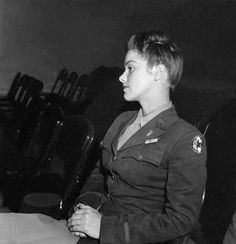 WAAC (Womens ARmy Air Corps) Lieutenant - WWII - Photo by Toni Frissell