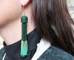 tassel earrings with green seed beads - Luisa Diy Tassel Earrings, Seed Bead Earrings, Cherry Earrings, Jade Beads, Beaded Flowers, Beading Patterns, Beaded Jewelry, Tassels, Jewelry Making