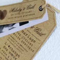 Partager un stand photo de mariage vintage - Faire part mariage vintage - Vintage Invitations, Wedding Invitations, Reusable Tote Bags, Lol, Wallet, Inspiration, Weeding, Menu, Tips