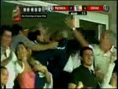 Semifinales futbol mexicano. Última jugada del partido. Pachuca pierde 1 - 3 frente a las Chivas. Tiro libre y sube Miguel Calero a intentar el milagro que le de el pase a la final al Pachuca. Efectivamente, como cual mejor delantero salta y convierte un golaso en el último minuto. Colombiano!!!