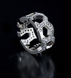 CrazyBee, diamond ring