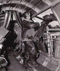 B-17 Flying Fortress - Waist Gunner