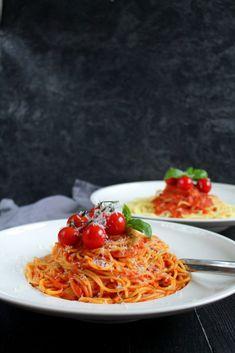 Pasta Mama Mia # Food and Drink art inspiration Healthy Party Snacks, Healthy School Snacks, Healthy Toddler Snacks, Easy Snacks, Healthy Recipes, Pizza Hut, Pizza Mama, Pasta Dinners, Rigatoni