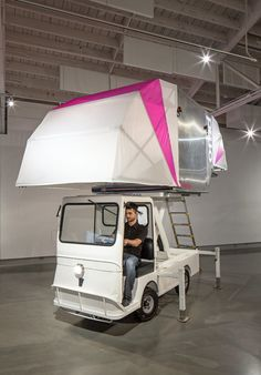 The AERO-Mobile is a movable flexible exhibition and retail space made of recycled parts discarded by the aerospace industry. Mobile Architecture, Modern Architecture, Modern Mobile Homes, Electric Truck, Mobile Living, Living On The Road, Roof Top Tent, Exhibition Space, Retail Space