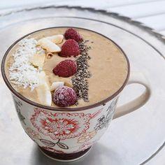 smoothiebowl hallon Smoothies, Lchf, Oatmeal, Recipies, Vegan, Drinks, Breakfast, Tableware, Food