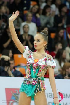 Гран-При в Москве 2017 Rhythmic Gymnastics Costumes, Gymnastics Photos, Gymnastics Outfits, Gymnastics Girls, Figure Skating Dresses, Ballet Costumes, Gym Wear, Female Athletes, Dress Outfits