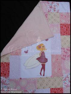 Destaque da parte de trás, em fleece rosa. Muito muito quentinha!!