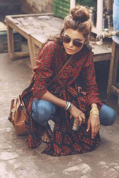 Paisley print in dark red, jeans and big sunnies...the perfect boho look!!