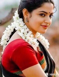 South Indian Actress, Beautiful Indian Actress, Beautiful Women, India Beauty, Asian Beauty, Indian Face, Aunty In Saree, Cute Photography, Indian Beauty Saree