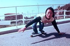 Lords of Dogtown I just re-watched the Lords of Dogtown and was blown away by the Z boys, especially Peggy Oki. She was the only girl on the Z boys and made it to the Skateboarding Hall of Fame. Old School Skateboards, Vintage Skateboards, Santa Monica, Bufoni, California Kids, Z Boys, Skate Girl, Skateboard Girl, Skateboard Images