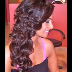 Love this adorable half- up side hairdo, perfect for formal or prom! Cred to Houda Bazzi